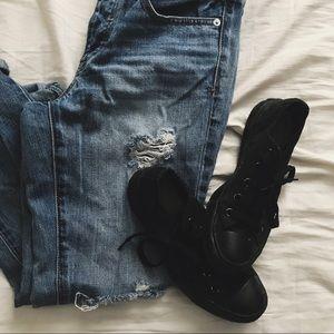 Monochrome black converse